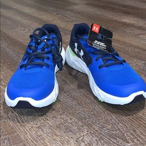 NWT Under Armour Running Shoes size 5Y